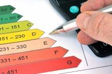 Créé en 2006, le diagnostic de performance énergétique (DPE) renseigne le locataire ou l'acquéreur d'un logement concernant sa performance énergétique. Ce document, qui fait partie des diagnostics immobiliers obligatoires, fournit en effet une estimation de la consommation d'énergie et du taux d'émission de gaz à effet de serre du bien. Découvrons tous les points importants concernant le DPE.